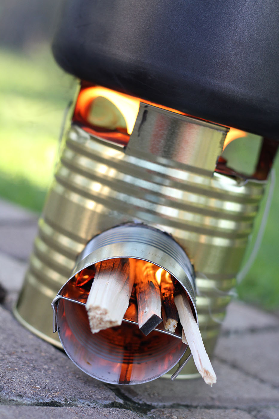 A Rocket Stove Uses High Temperature Combustion Chamber Inside An Insulated Chimney To Efficiently Burn Small Diameter Pieces Of Wood