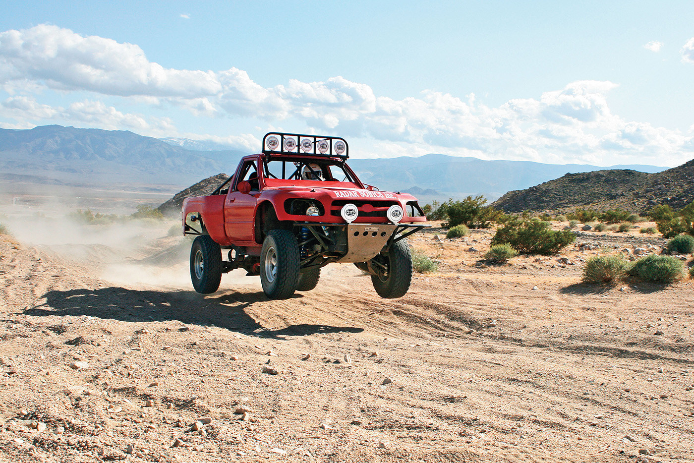 1201or-05+off-road-readers-rides-january-2012+1987-toyota-pickup-2wd-off-roading